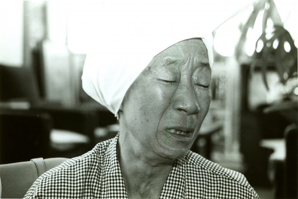 Grandma Bae shedding tears saying she couldn't go back home even though she wanted to (1988)